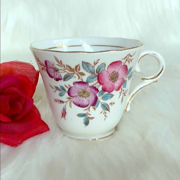 VINTAGE- COLCLOUGH CHINA FLORAL TEA CUP